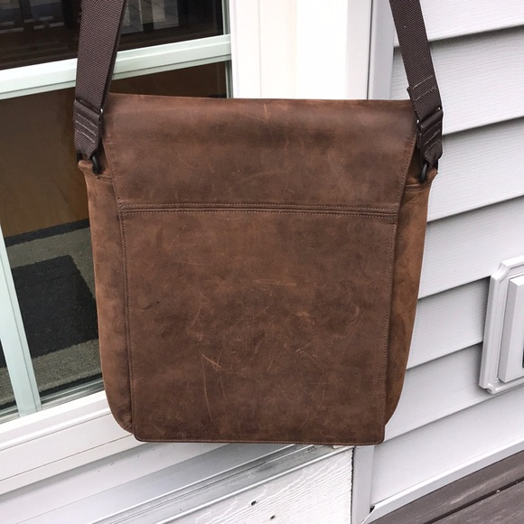 WaterField Bags   60 Today Only Leather Messenger Bag   Poshmark c64b619cbf